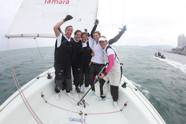 Tamara Echegoyen (ESP) and her crew celebrate their win