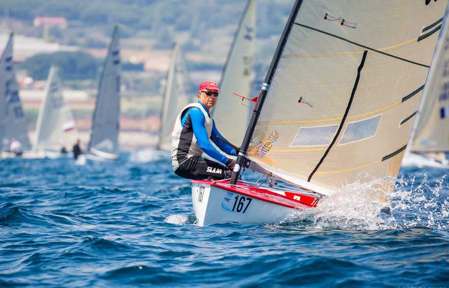 José Luis Doreste leads Finn World Masters as racing finally gets underway at El Balís