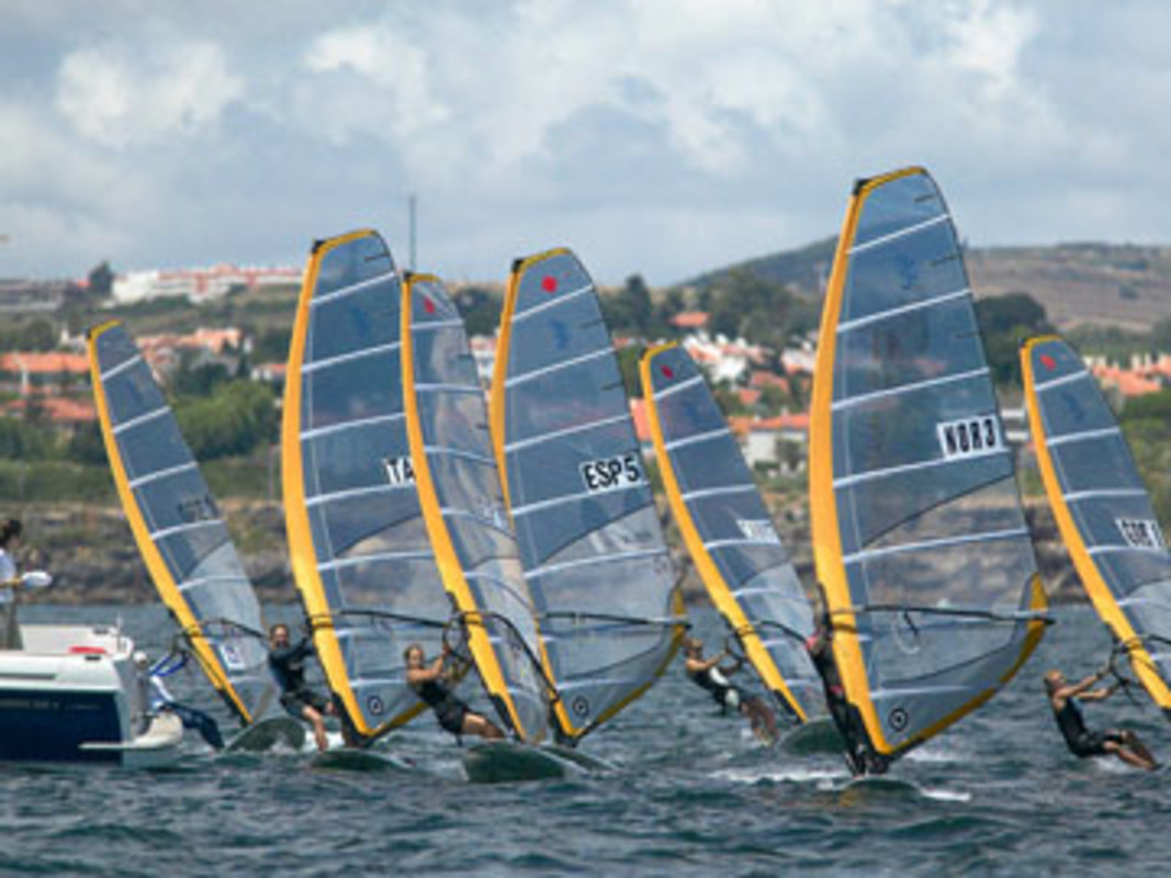 The Women's RS:X fleet get underway at the 2006 Cascais International Sailing Week