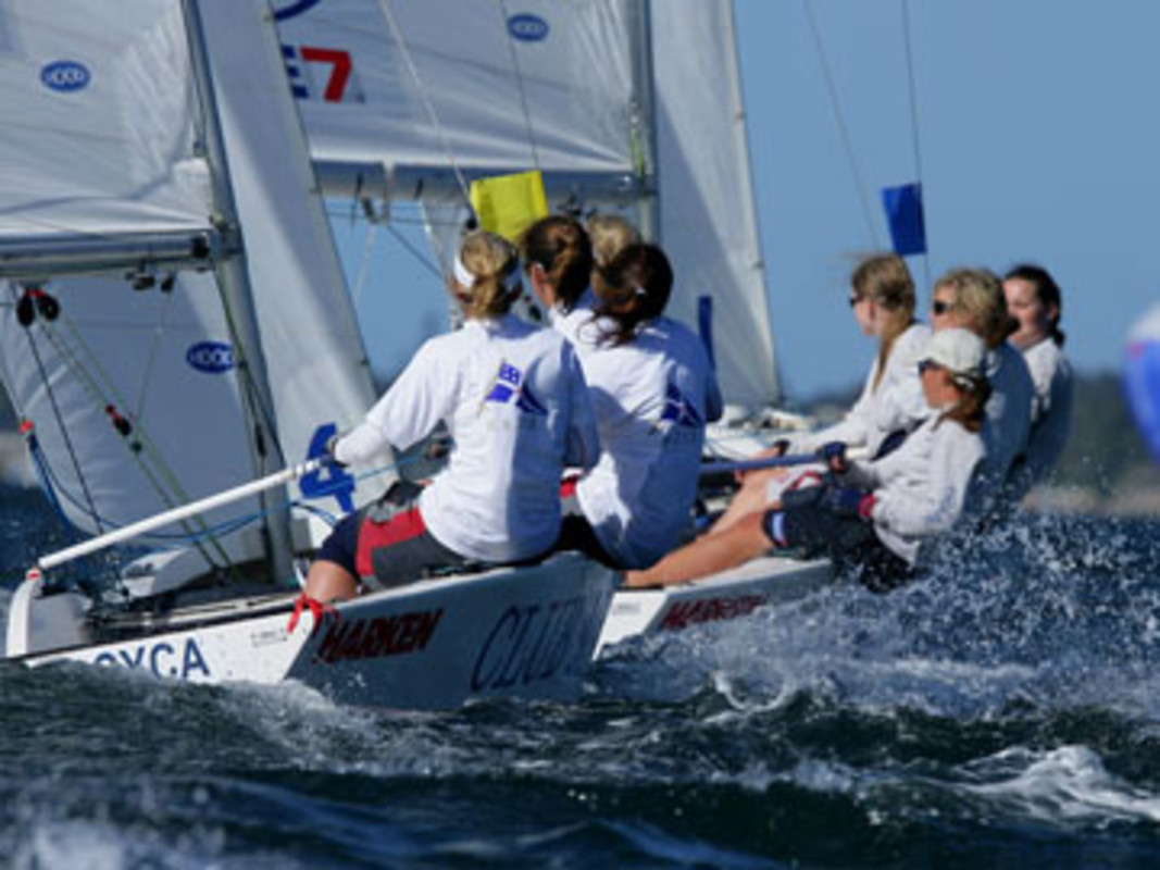 CYCA's Amanda SCRIVENOR leading New Zealand's Jess SMYTH in the 2007 Harken Women's International Match Racing Regatta