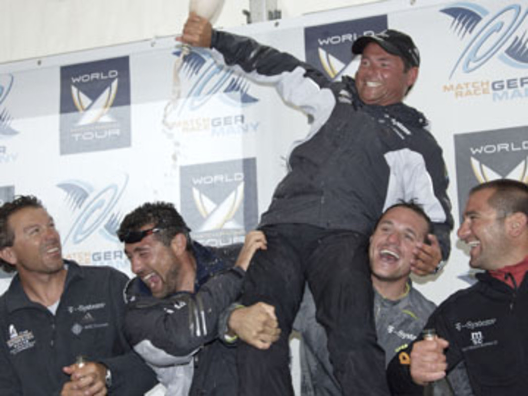 Paolo CIAN and his team celebrate victory in 2007