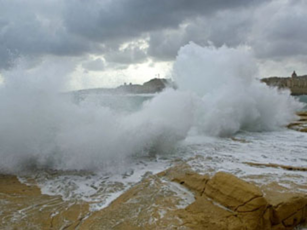 Rough seas in front of Valetta
