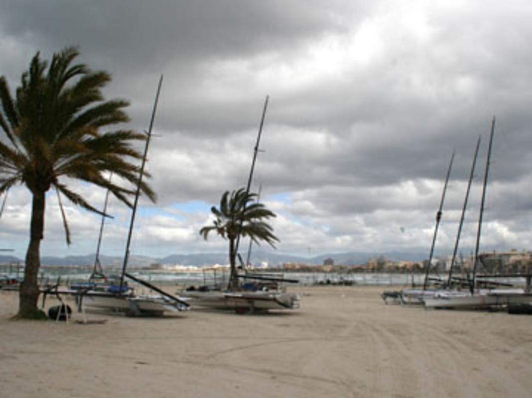 Storms swept across the Bay of Palma on Monday