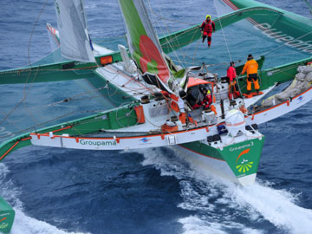 Groupama 3 sets off from Ouessant island