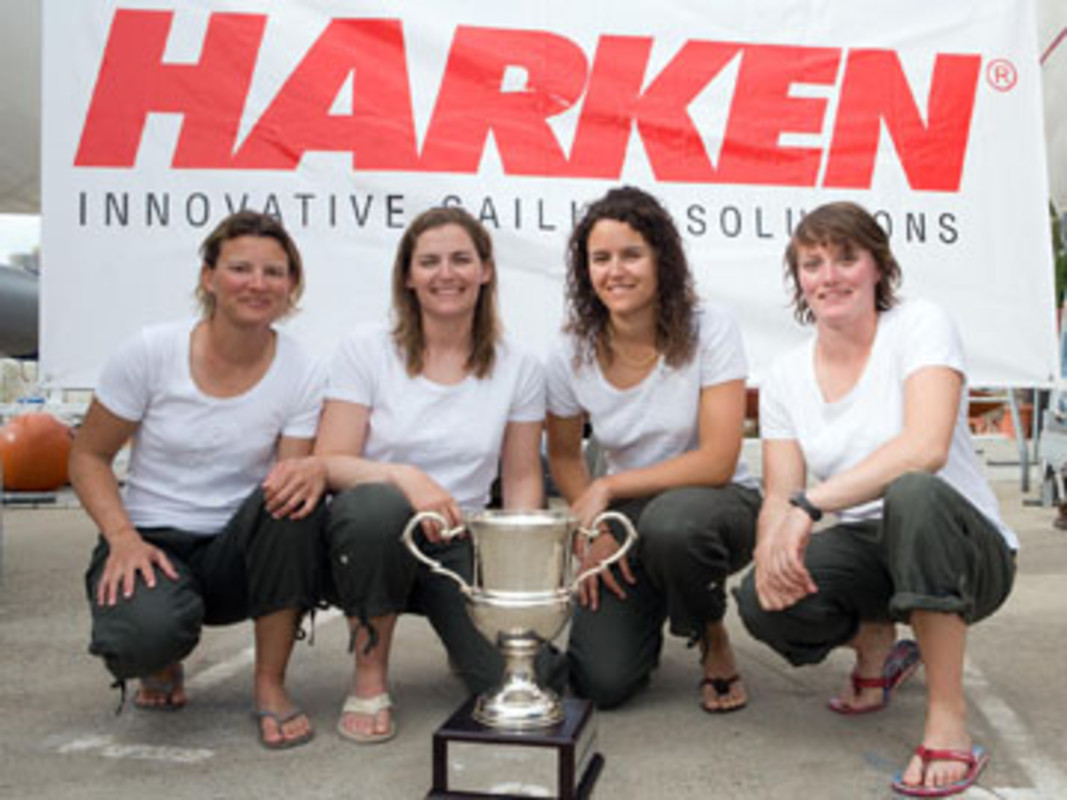Claire LEROY (second from left) and her winning team