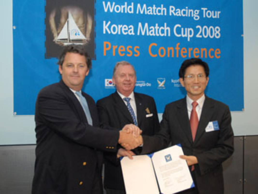 World Tour President Scott MACLEOD, ISAF President Göran PETERSSON and Governor Kim Moon SOO