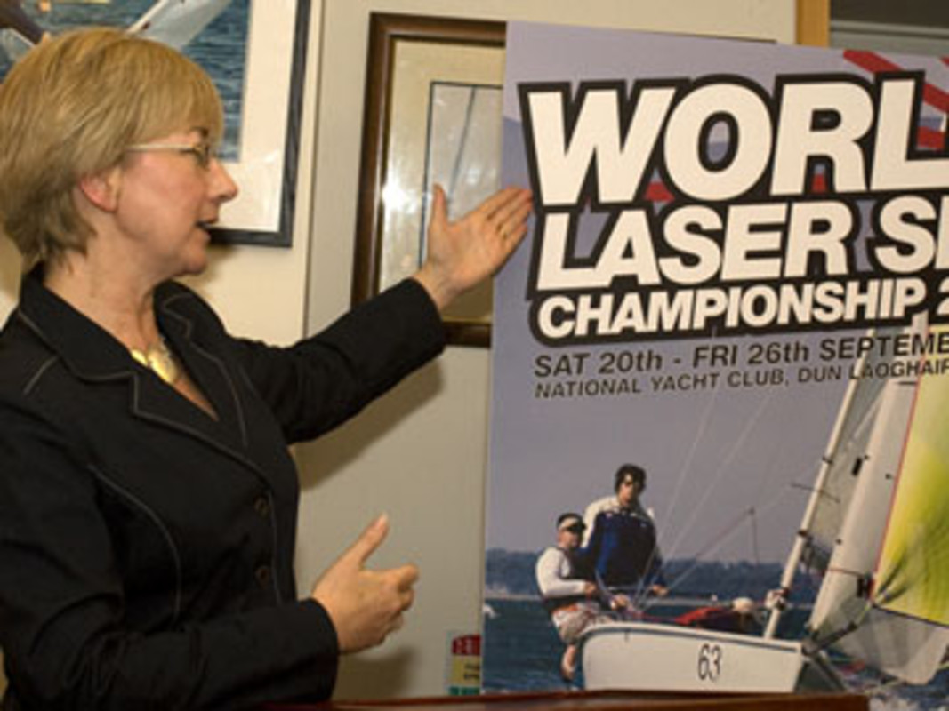 Irish Minister for education Mary HANNIFIN presents the 2008 Laser SB3 Worlds