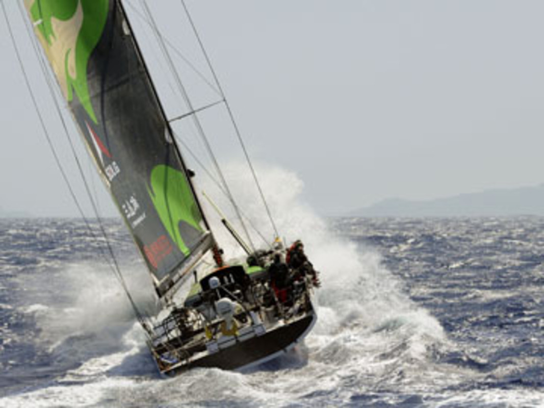 Green Dragon is first to pass through the scoring gate of Fernando de Noronha
