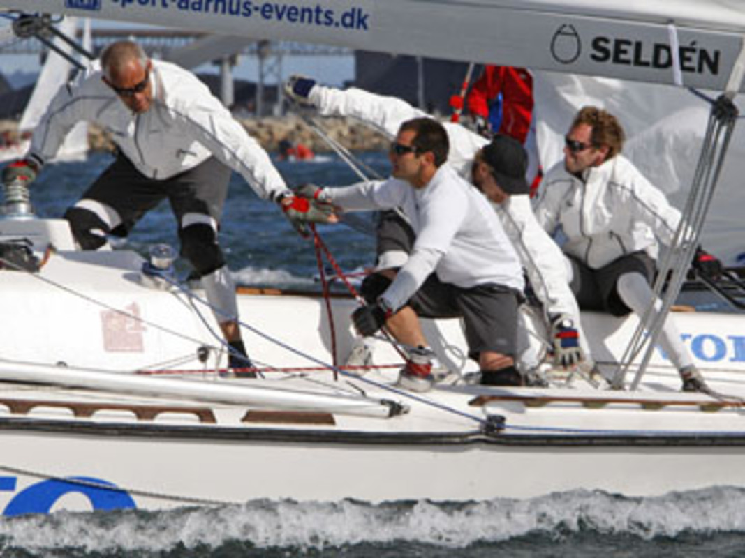 Jes Gram-Hansen and his team on their way to victory in Aarhus