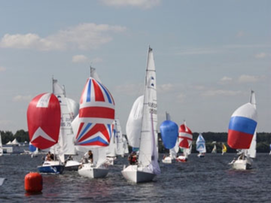 The Micro fleet contest their World title on Moscow's Klyazminskoe lake