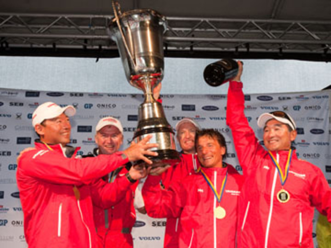 Peter GILMOUR, second from left, and his YANMAR Racing Team celebrate