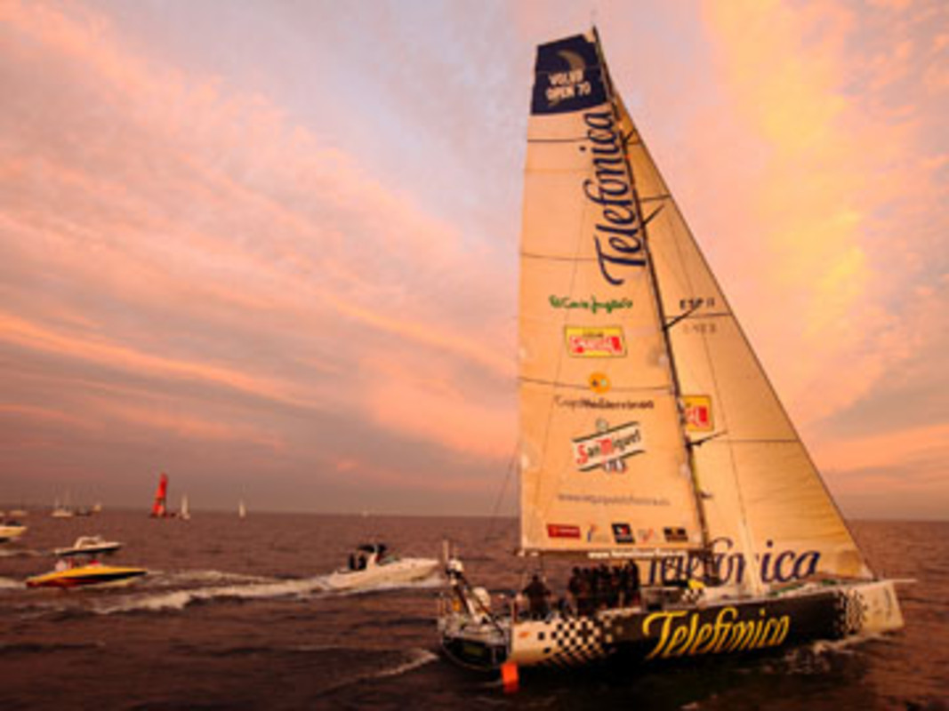 Telefonica Black finish first on leg 10 into St Petersburg
