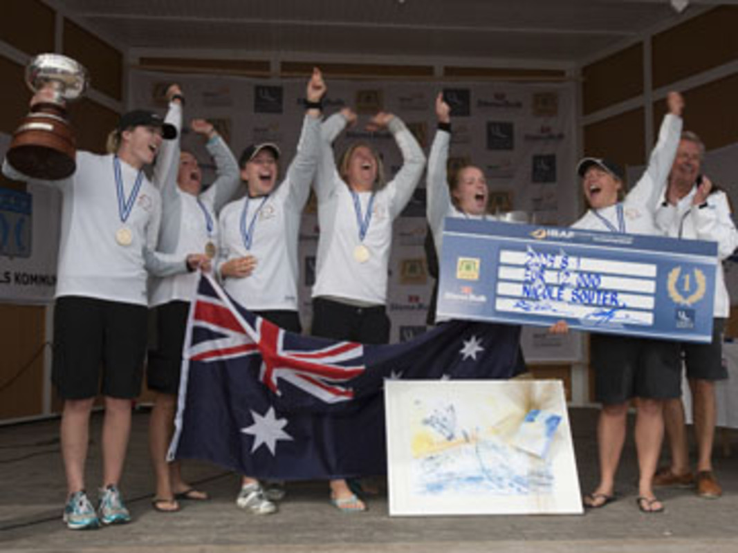 Nicky SOUTER and her team receiving the ISAF Women's Match Racing World Championship Trophy