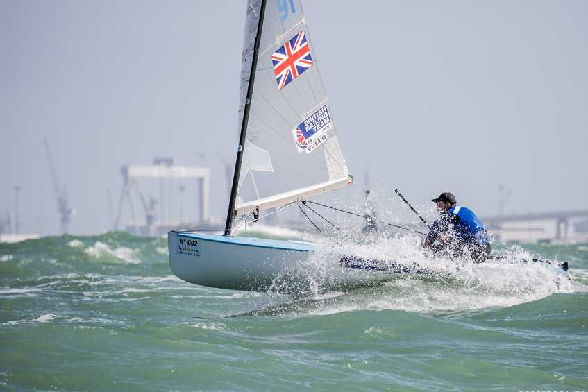 Cornish dominates but Heiner and Wright extend lead after epic Day 4 at Finn Europeans in Cádiz