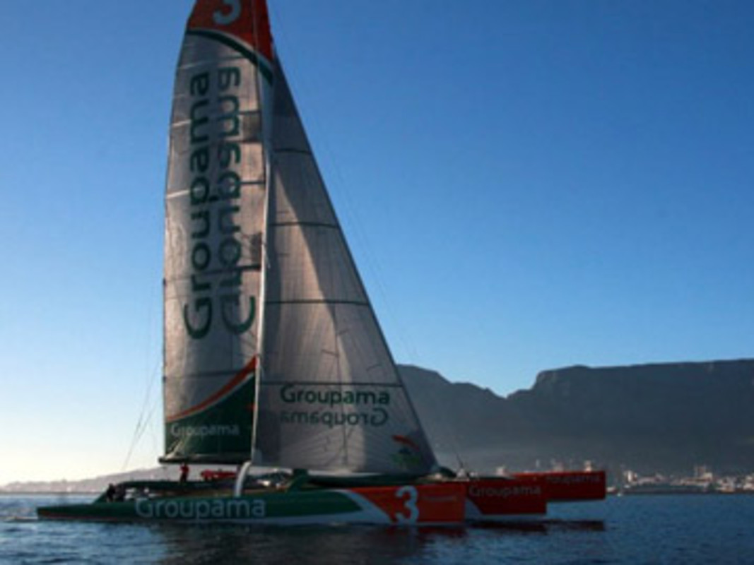 Groupama 3 casts off from Cape Town
