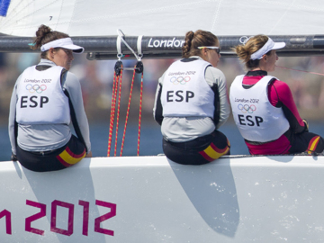 Echegoyen (ESP) leading her Spanish team to Olympic glory