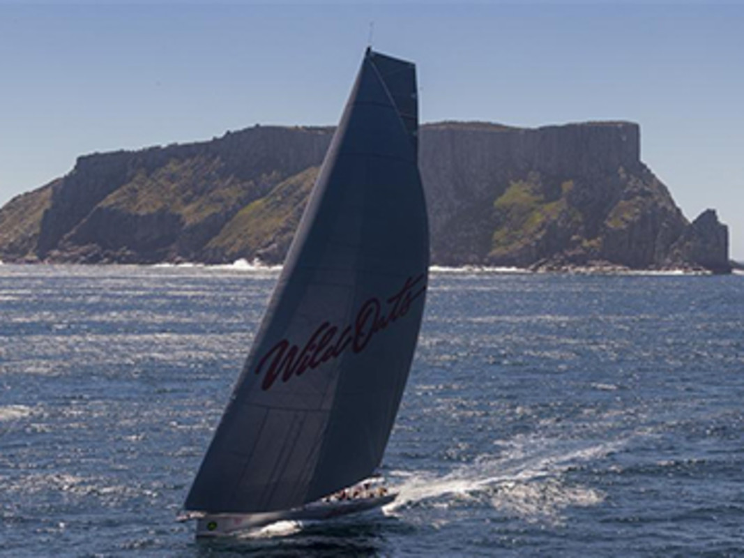 WILD OATS XI (AUS) on the way to her eighth Line Honours victory