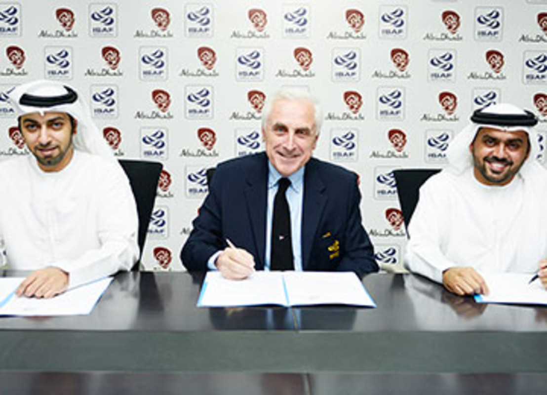 Sultan Al Dhaheri (left); Carlo Croce and Ahmed Al Romaithi seal the deal