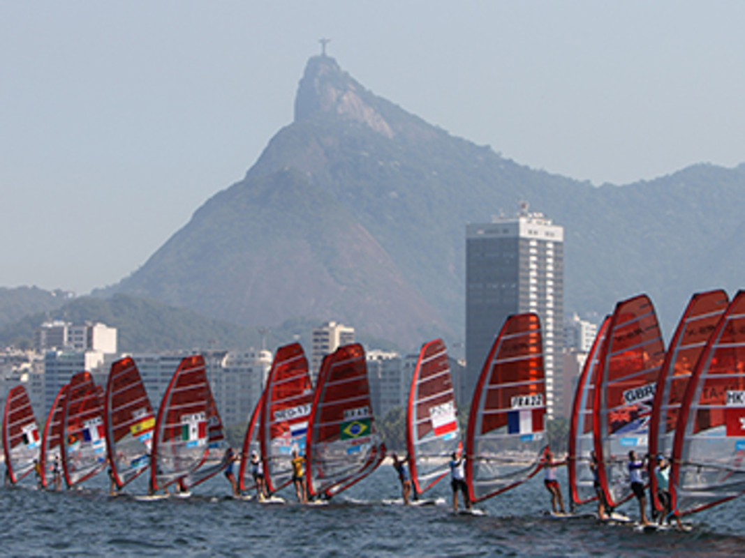 Racing under the eyes of Christ the Redeemer