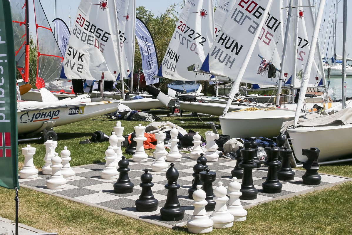 Sailing, a game of chess