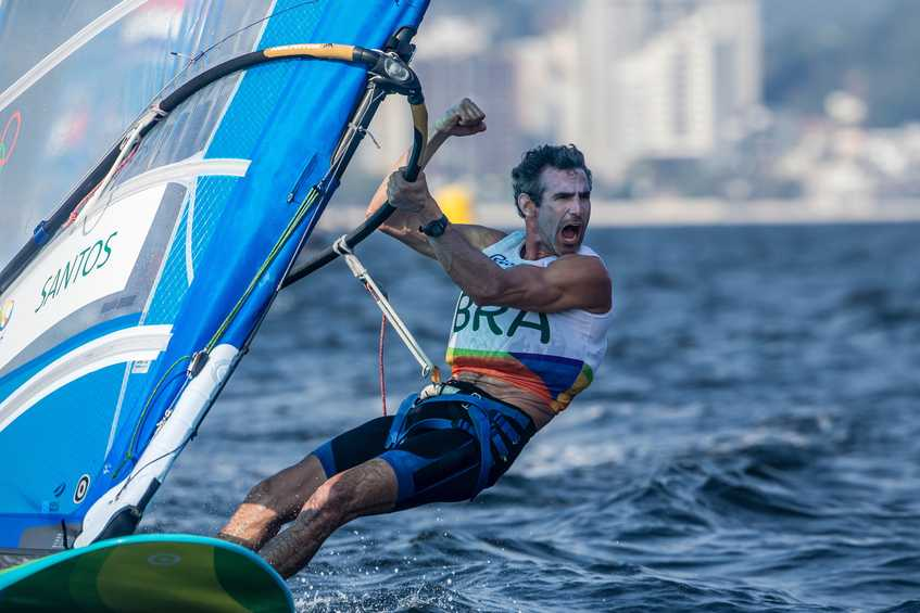 Wind and waves for the return of the Windsurfers + How to follow race day #4