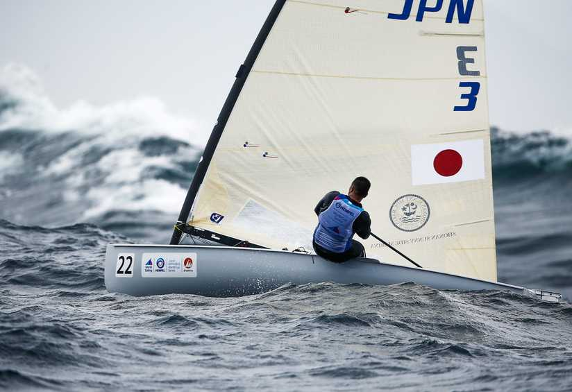 RS:X and Finn sailors battle against the power of the Pacific