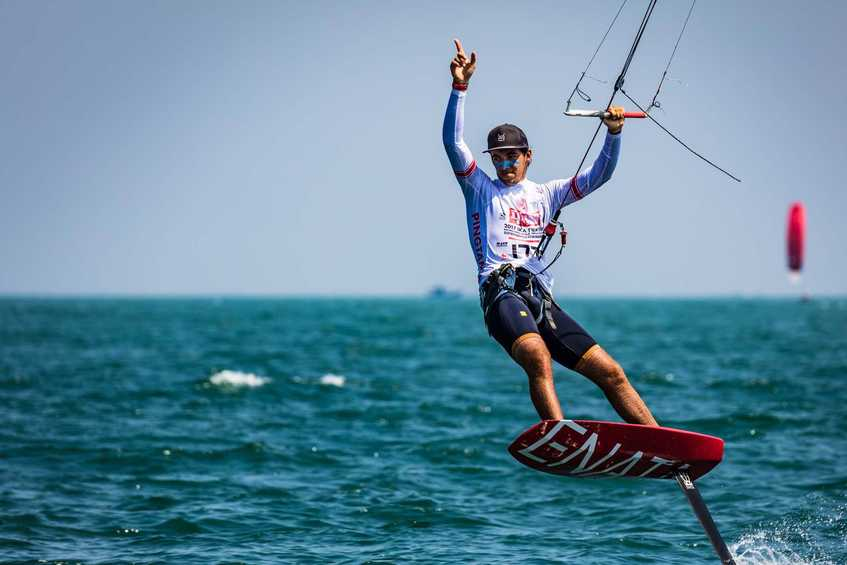Mazella stretches lead in teasing breezes that vex some racers - KifeFoil GoldCup