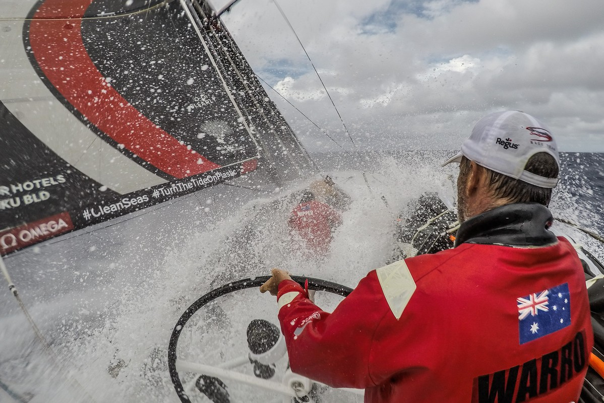 Man overboard on leg leader Sun Hung Kai/Scallywag