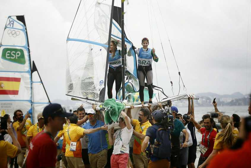 NEWSFLASH - Brazil wins 49erFX gold by 2 seconds from New Zealand